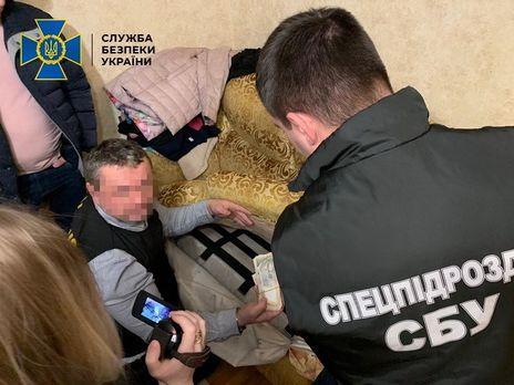 СБУ затримала військовослужбовця за отримання хабара