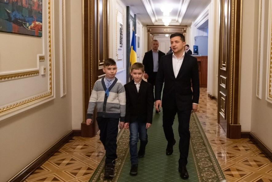Президент у День Святого Миколая зустрівся з сиротами, батьки яких загинули на Донбасі