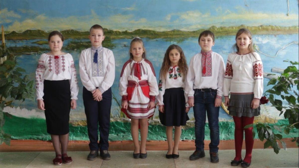 Директор та учні Володарської загальноосвітньої школи №1 вітають із Днем ЗСУ