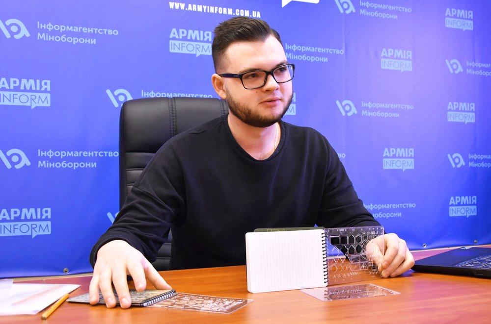 Український студент створив тактичний блокнот, в якому можна писати навіть… під водою
