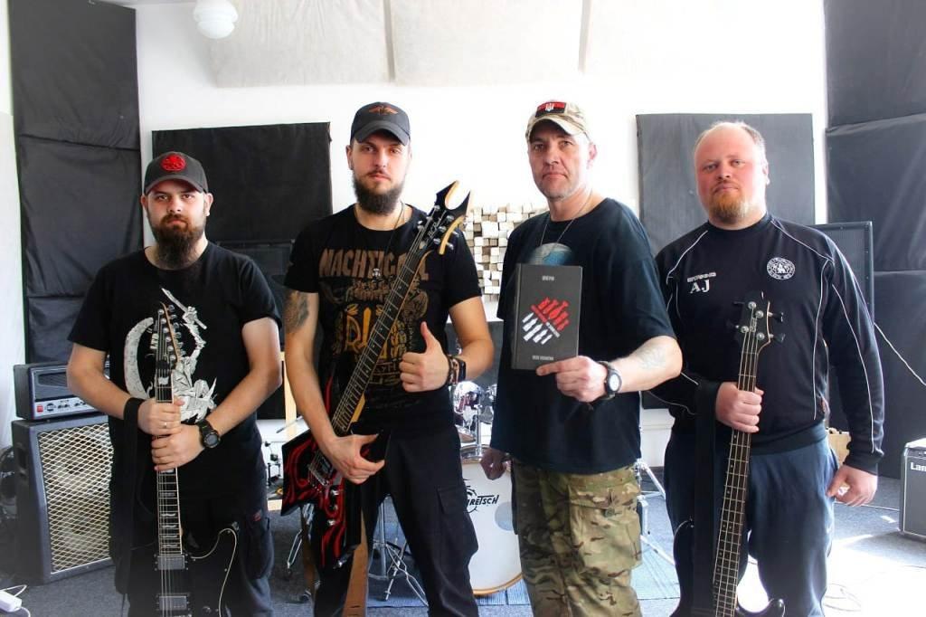 Життя і служба у стилі rock military metal