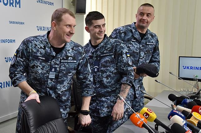Росія призупинила розслідування у справі 24 українських моряків — Полозов