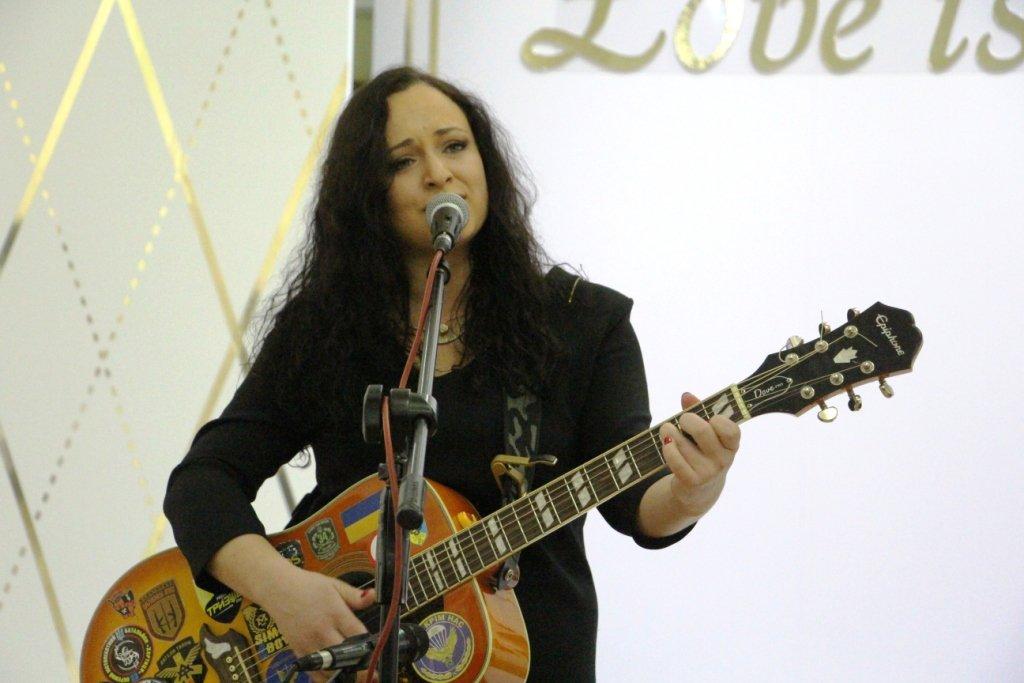 В Рівному Христина Панасюк презентувала свій четвертий альбом під назвою «Небо одне на всіх»