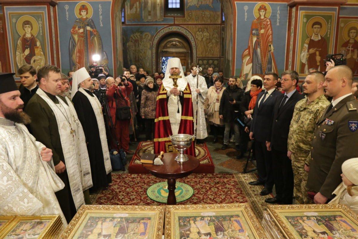 Понад 20 тисяч ікон для військових освятили у Михайлівському Золотоверхому соборі