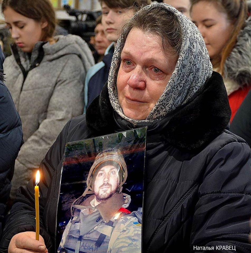 Мати полеглого солдата Дениса Поповича звернулась до Президента з проханням вгамувати священника