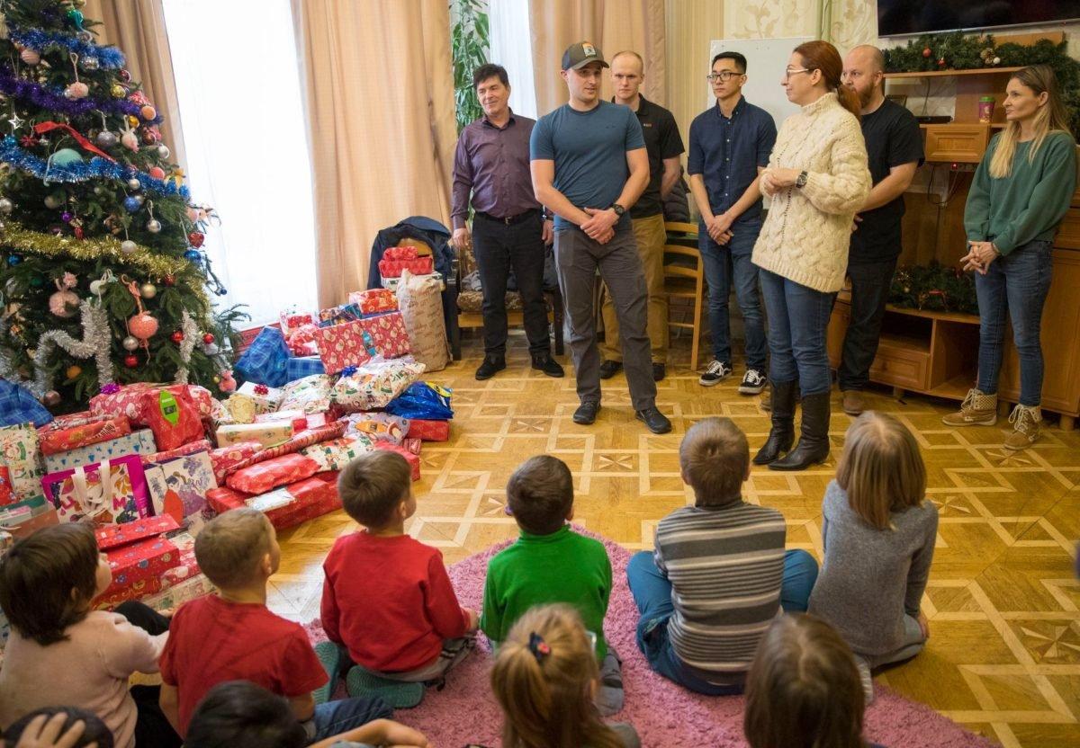 Морські піхотинці США відвідали київський дитячий будинок