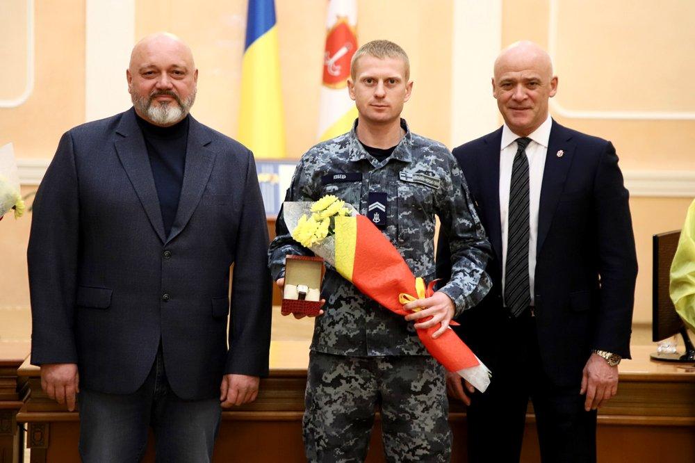 Флотського курсанта нагородили за порятунок екіпажа судна «Делфі»