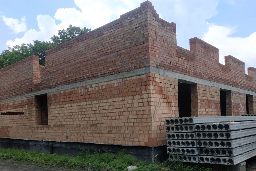 Прокуратура розслідує зловживання службовим становищем під час будівництва казарм в Одеській області