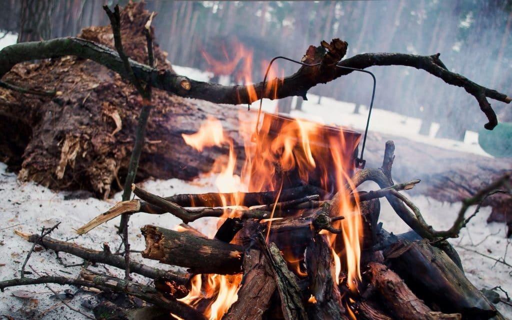 Як розпалити піч у бліндажі або багаття з вологими дровами