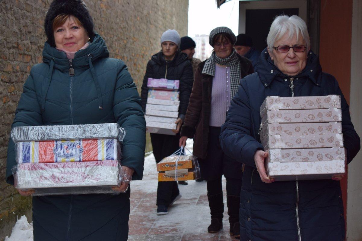 Старокостянтинівські волонтери провідали своїх земляків на Сході