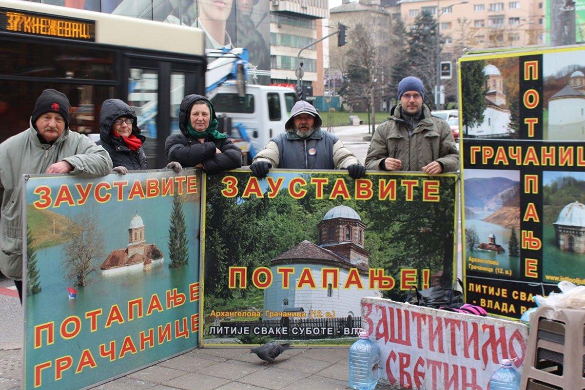 Російські військові розвідники помічені на акціях протесту в Косові