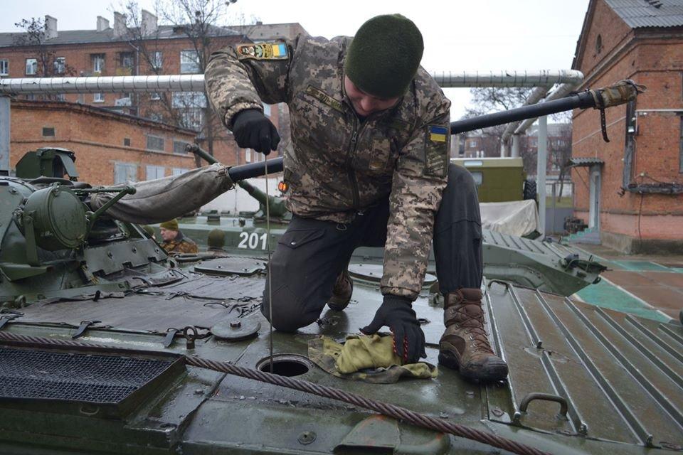 Курсанти-танкісти практикуються в умовах, максимально наближених до реальних бойових дій