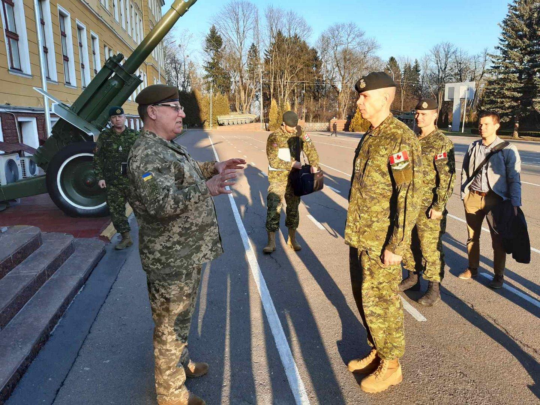 Командувач  Cухопутних  військ Канади знайомиться з Національною академією сухопутних  військ у Львові