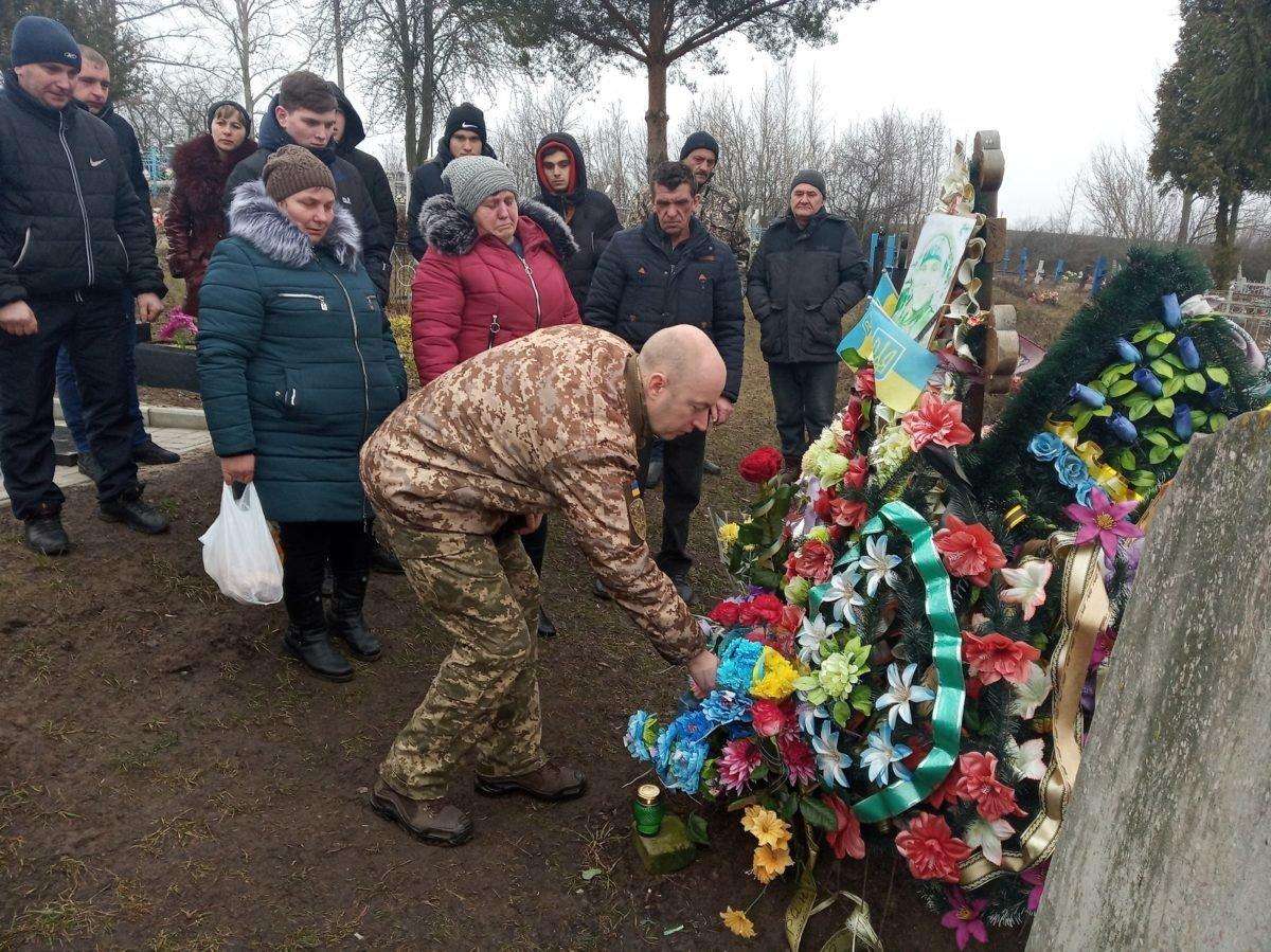 Орден «За мужність» сина вручили батькам навічно 20-річного Героя солдата Євгена Керечанина