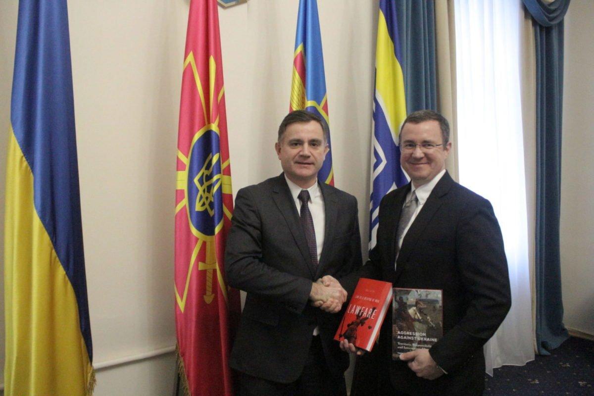 Військові юристи отримали фахову літературу від міжнародних партнерів