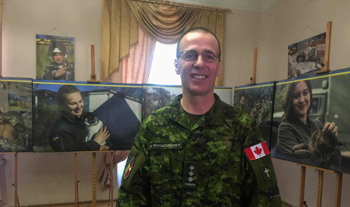 Як етнічний українець став капеланом у війську Канади