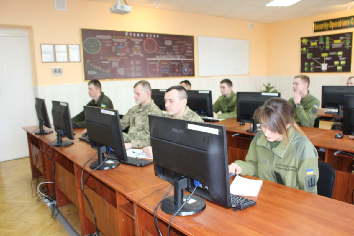 Вперше в українському війську розпочалися курси з кіберзахисту для офіцерів-зв`язківців