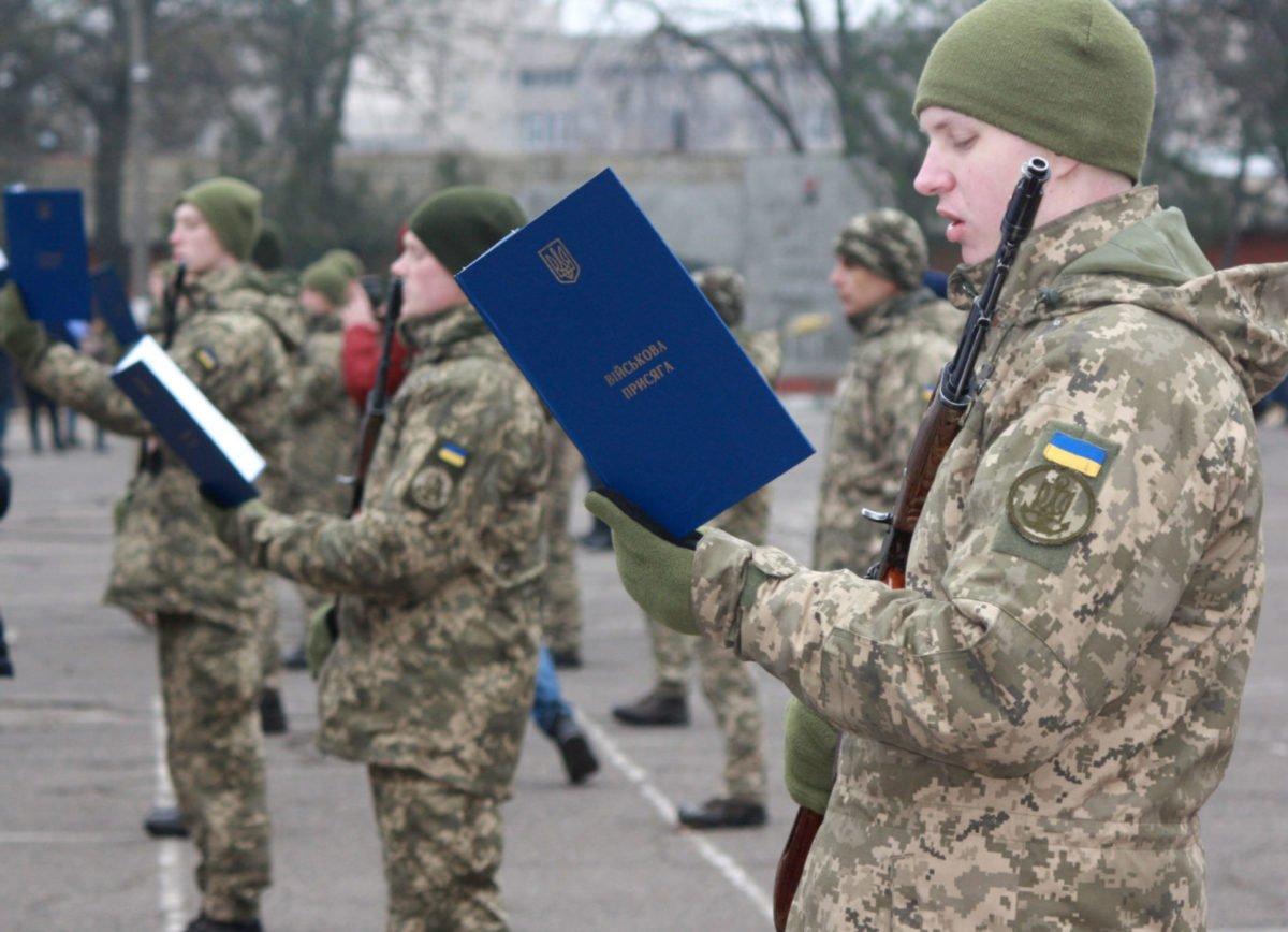 У Миколаєві більше 200 строковиків присягнули на вірність Україні