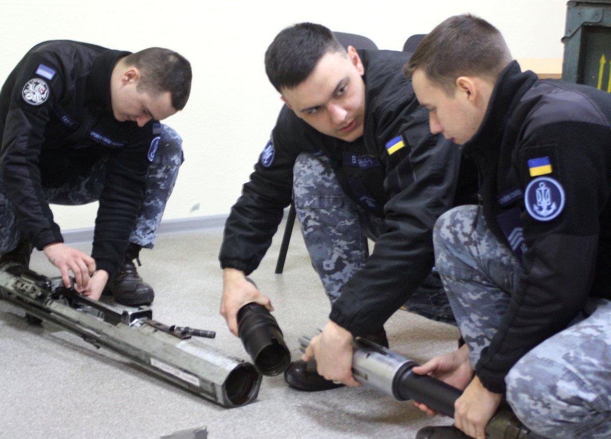 Комендори з «Айлендів» проходять інтенсивну підготовку з експлуатації артустановок