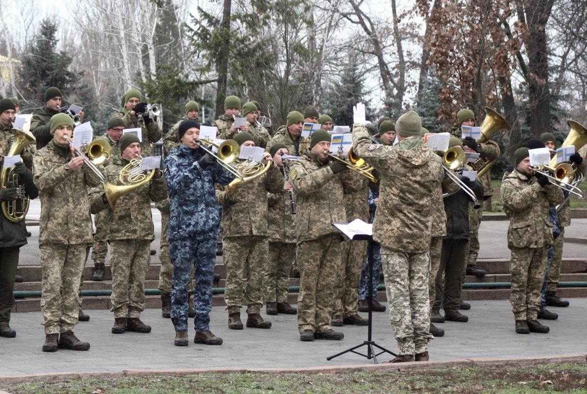 У Миколаєві вшанували героїчних оборонців ДАПу