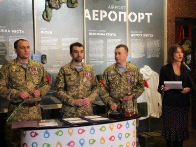 Укрпошта присвятила конверт з маркою оборонцям Донецького аеропорту
