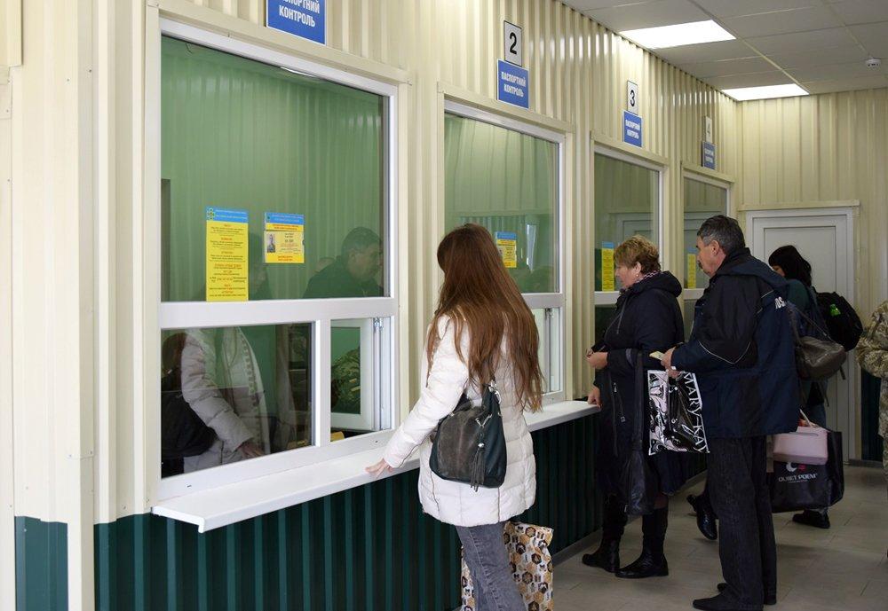 Уряд вніс зміни до порядку перетинання адмінмежі з окупованим Кримом