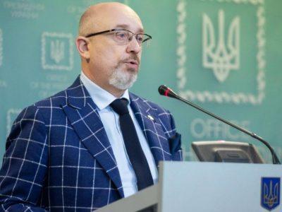Щонайменше 14 тисяч осіб стали жертвами війни на Донбасі – Резніков