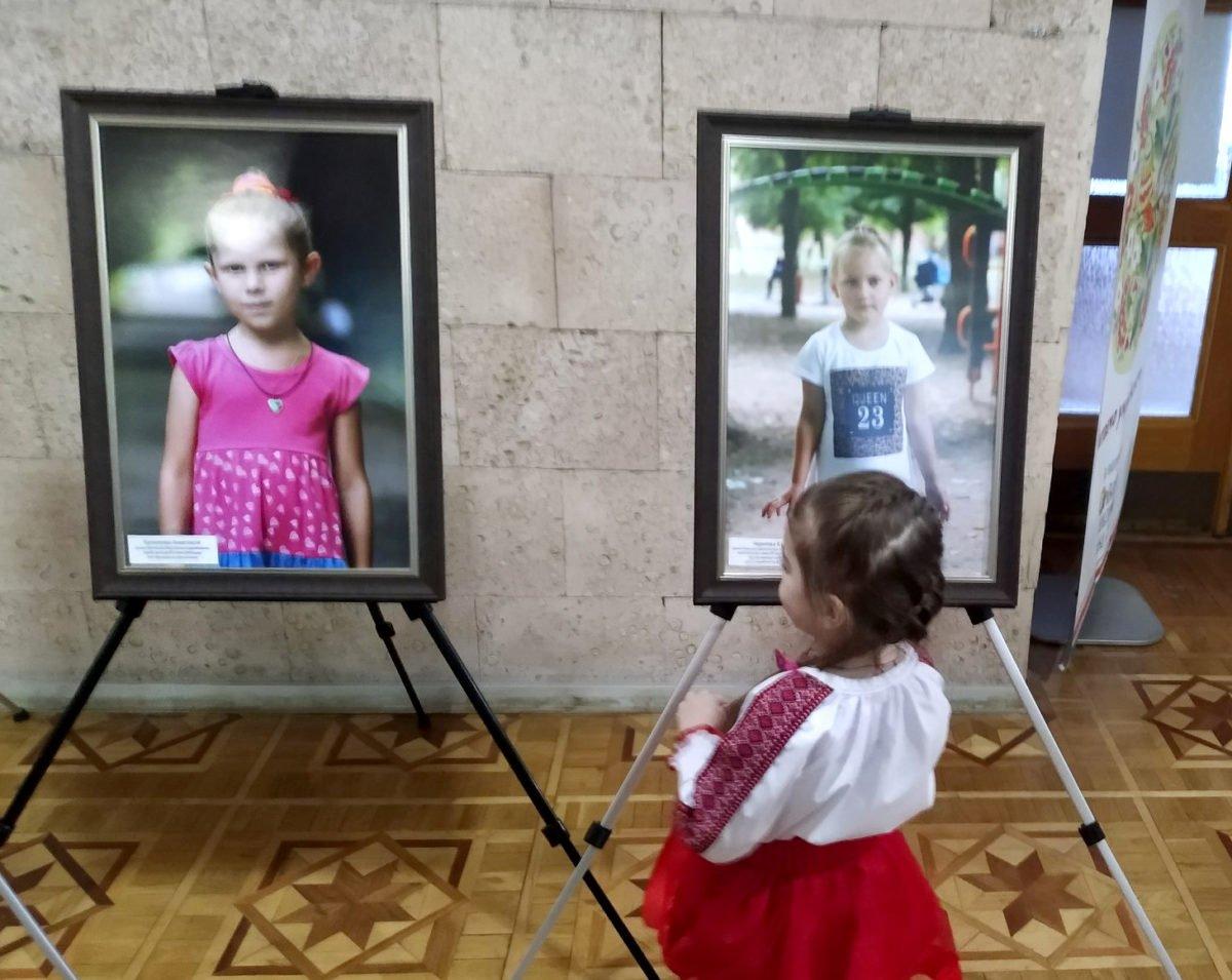 У Херсоні відкрили фотовиставку про дітей загиблих воїнів