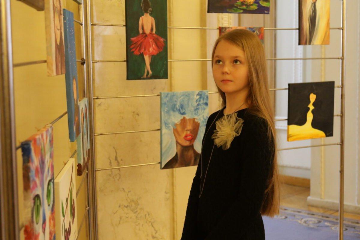 У Верховній Раді відкрилася виставка «Арт-терапія: унікальний досвід реінтеграції після війни»
