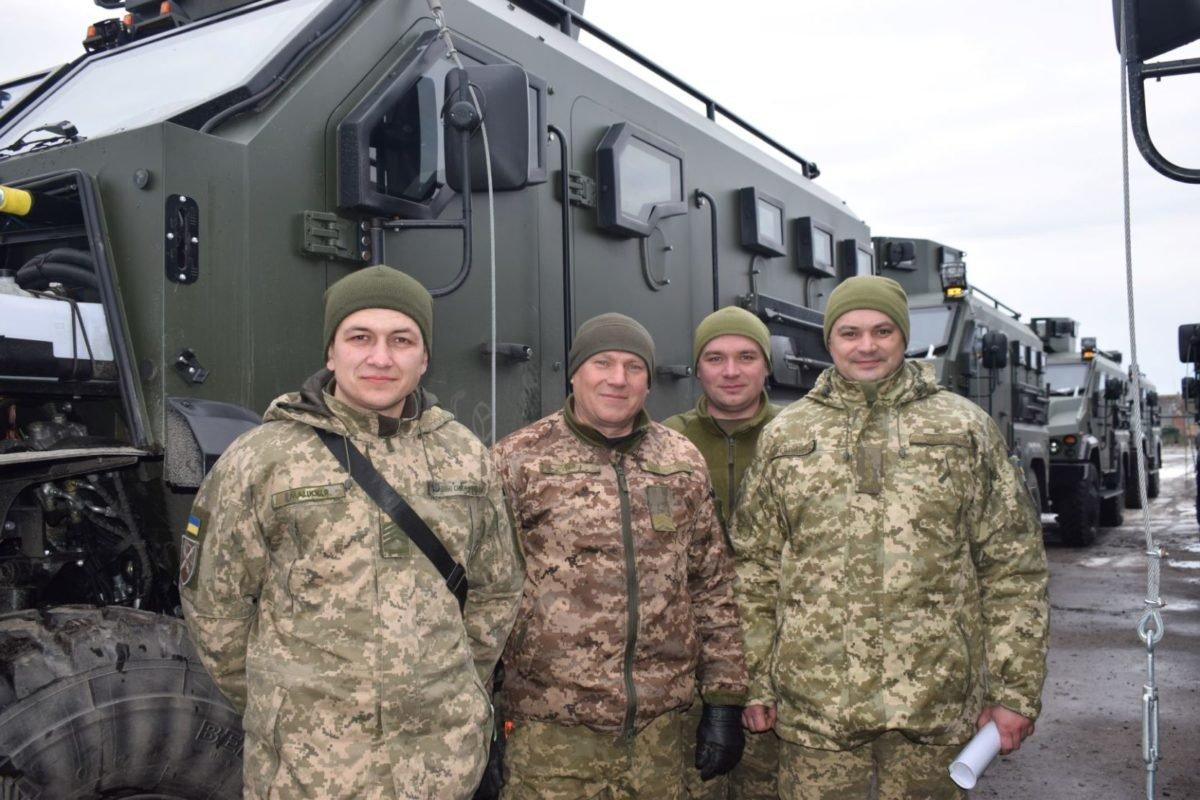 Сучасні бронеавтомобілі «Варта» передали у військо