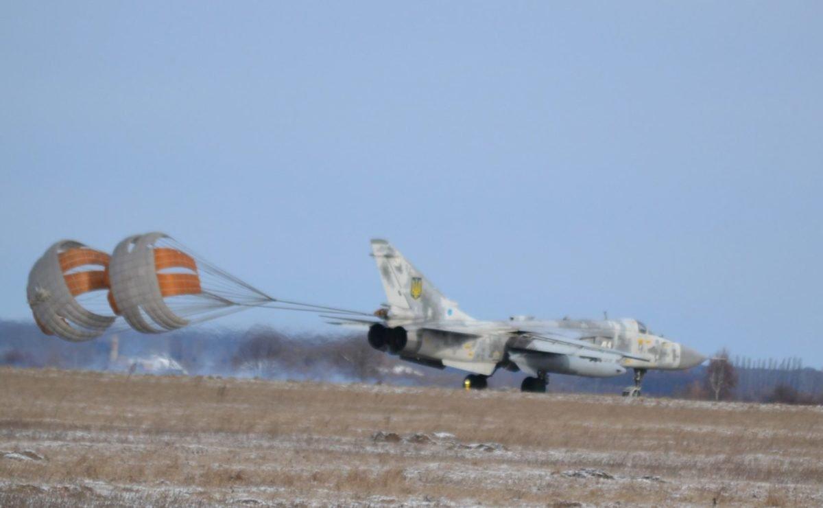 Сніг і сильний боковий вітер  не завадили бомбардувальникам