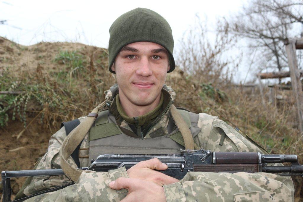 Зв'язок поблизу ДАПу лагодив під постійним наглядом ворожого снайпера