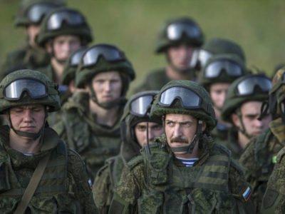 Що роблять понад 25 тисяч російських військових на Донбасі?