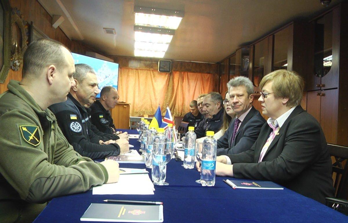 На борту фрегата «Гетьман Сагайдачний» представники України та Великої Британії обговорили ситуацію в Азово-Чорноморському регіоні
