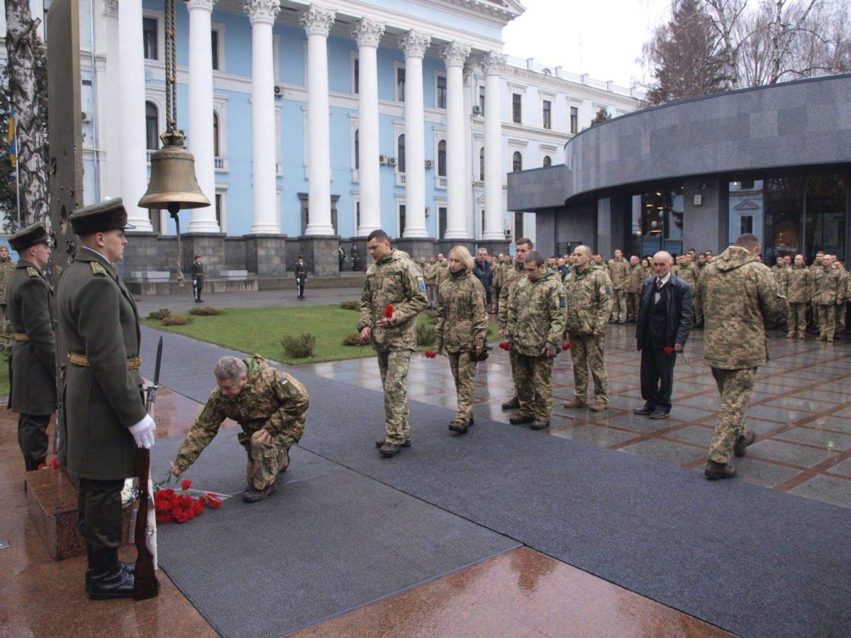 Загиблого героя-танкіста Романа Башняка ідентифікували за листом доньки, якого він тримав біля серця