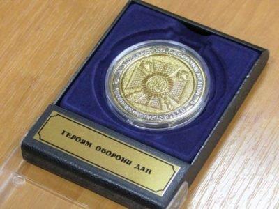 Пам'ятний знак «Героям оборони ДАП» вручено вдові «кіборга» на Хмельниччині