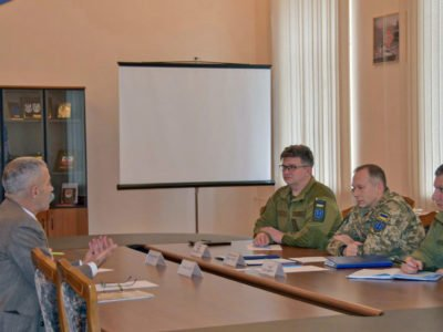 Командувач Сухопутних військ провів зустріч з делегацією Червоного Хреста