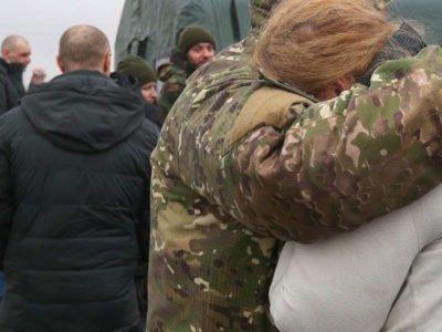 Коли отримають по 100 тисяч звільнені з полону на Донбасі?