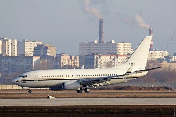 Військовий літак ВМС США приземлився в Одесі