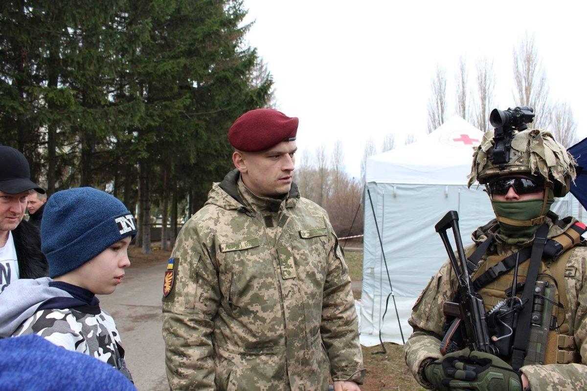 Для київських школярів пригнали броньовики