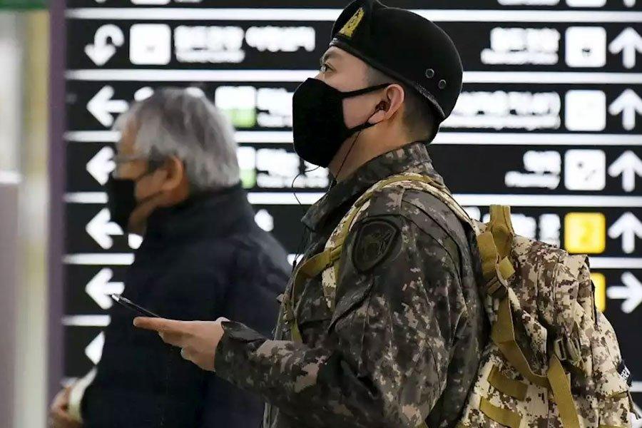 Майже 8 тисяч військових відправляє на карантин Південна Корея