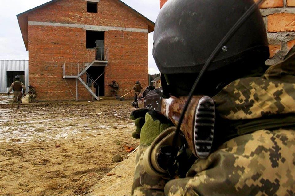 На курсах лідерства триває польовий вихід молодших сержантів