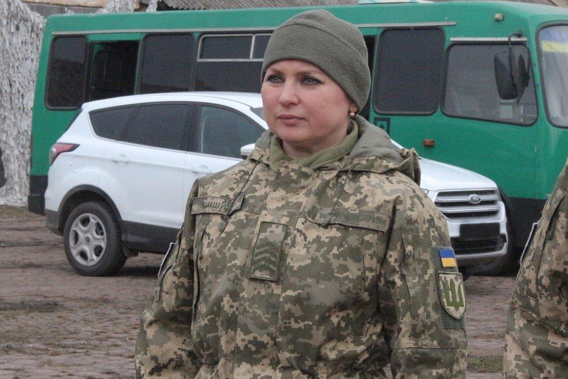 Прийшла до війська за чоловіком… І залишається тут навіть після його смерті