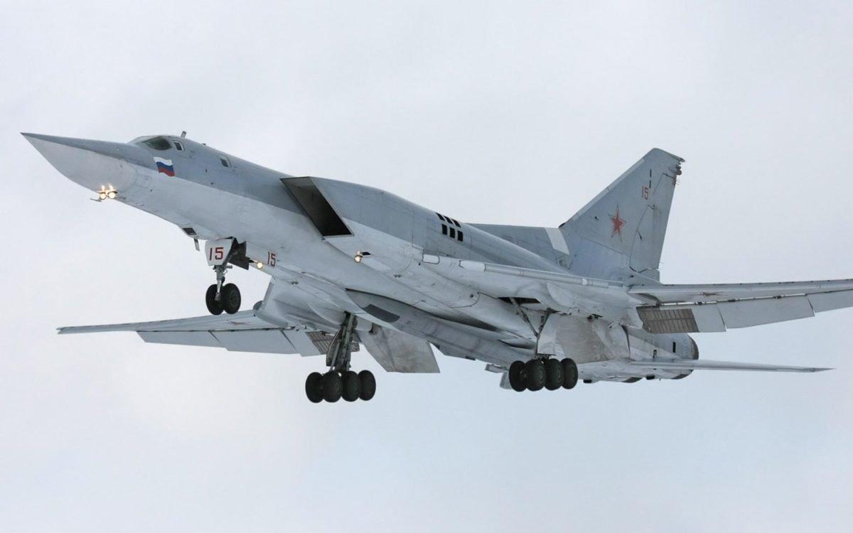 Російські бомбардувальники над Чорним морем:  «плановий» політ над «нейтральними» водами