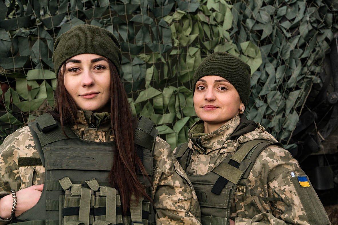 «Відьмочки» і їхнє «Малятко»: перший в Україні дівочий екіпаж