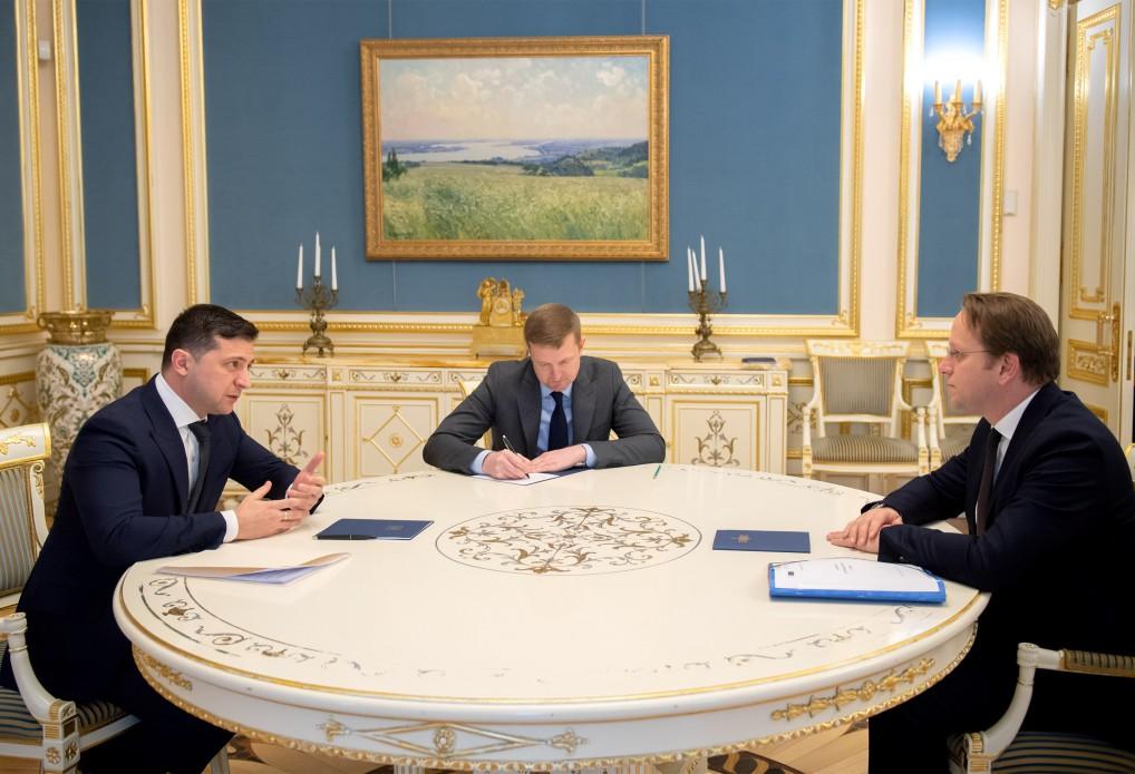 Зеленський обговорив із єврокомісаром пріоритети співпраці України і ЄС