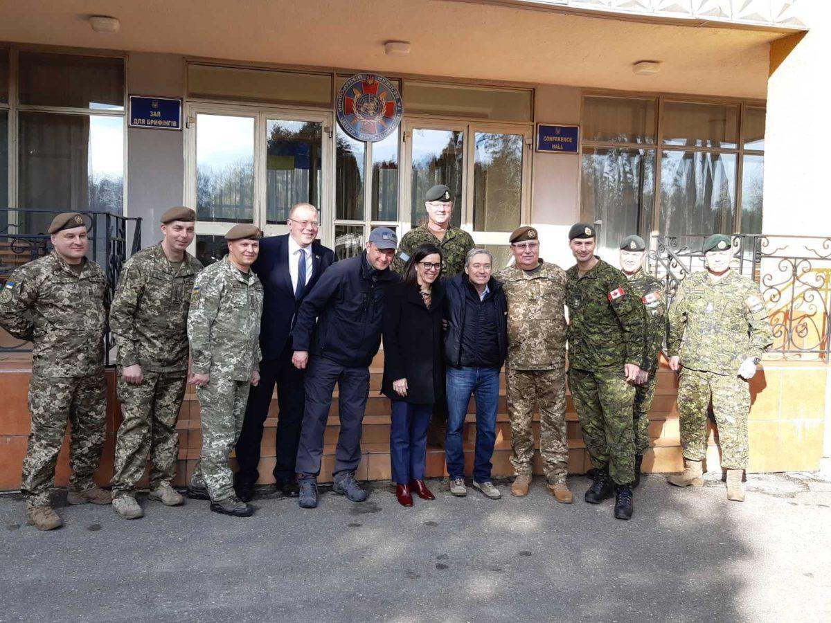 Міністр закордонних справ Канади відвідує Міжнародний центр миротворчості та безпеки на Львівщині
