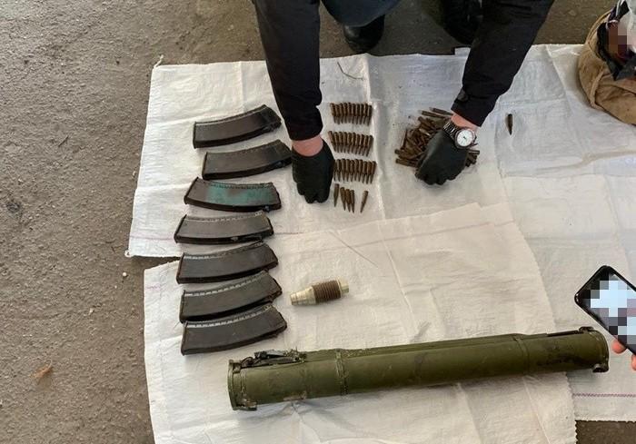 П'ятьох жителів Донеччини викрили на збуті зброї, боєприпасів і вибухівки