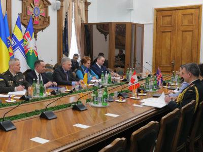 Міністр оборони України провів зустріч з главами дипломатичних представництв Канади та Великої Британії