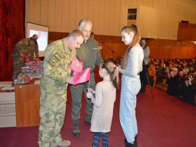 На Черкащині дітям загиблих воїнів вручили обереги «Батьківське серце»